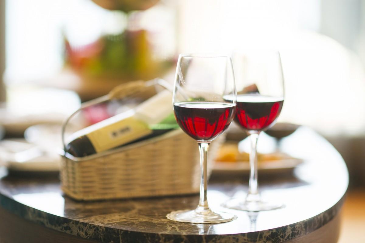 Πόσο υγιές είναι ένα ποτήρι κρασί κάθε βράδυ