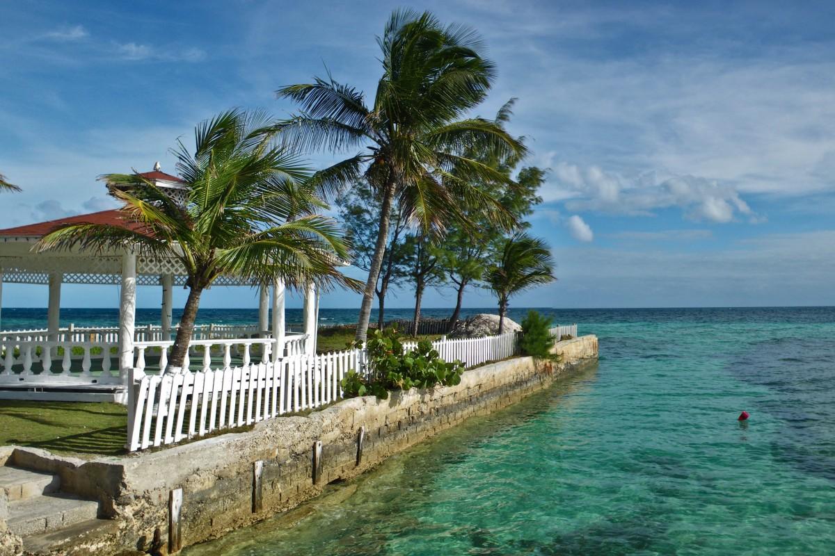 Διακοπές σε Μπαχάμες ή Κρήτη. Τι προτιμούν οι τουρίστες;